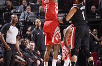 NBA常规赛:火箭121-112开拓者