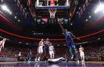 NBA常规赛:黄蜂118-107活塞