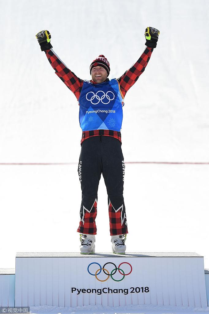 莱曼自由式滑雪障碍追逐登顶握拳庆祝