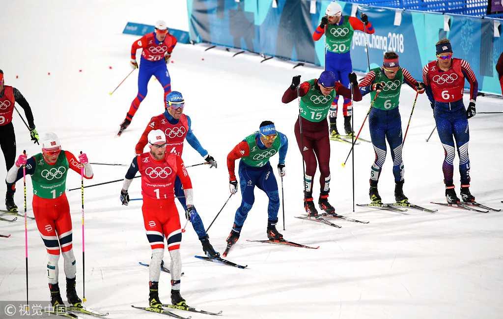 越野滑雪夺冠克莱伯获第3金 与队友热情相拥