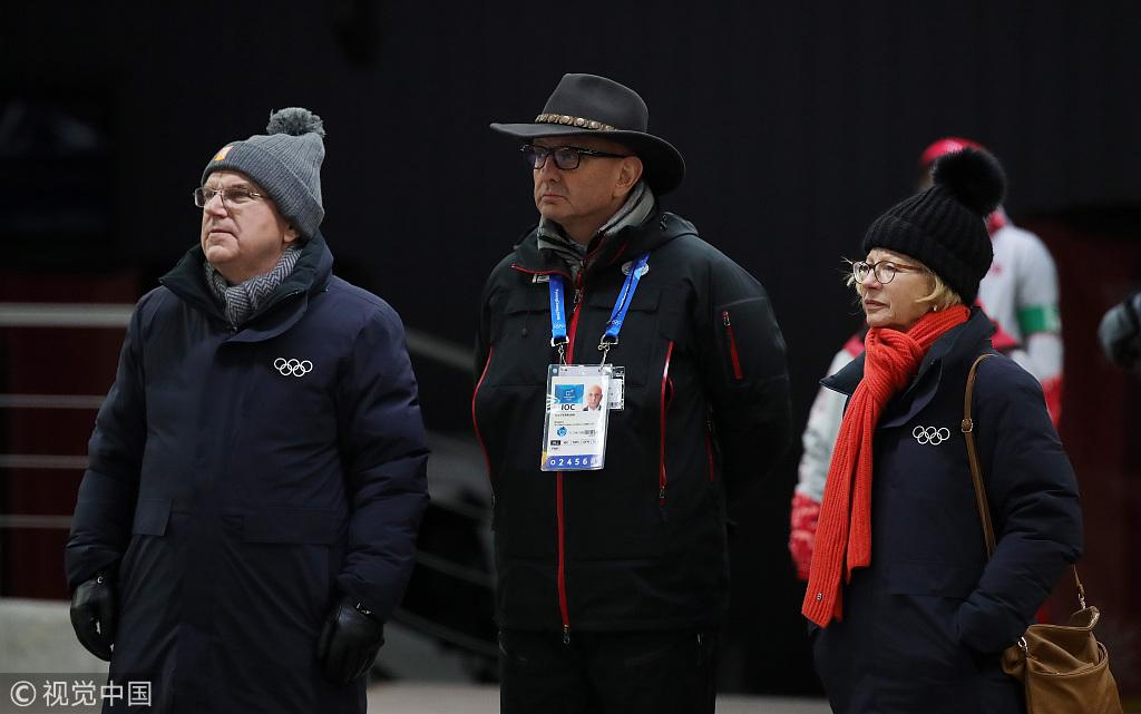 女子雪车德国夺冠演熊抱巴赫到场为选手加油