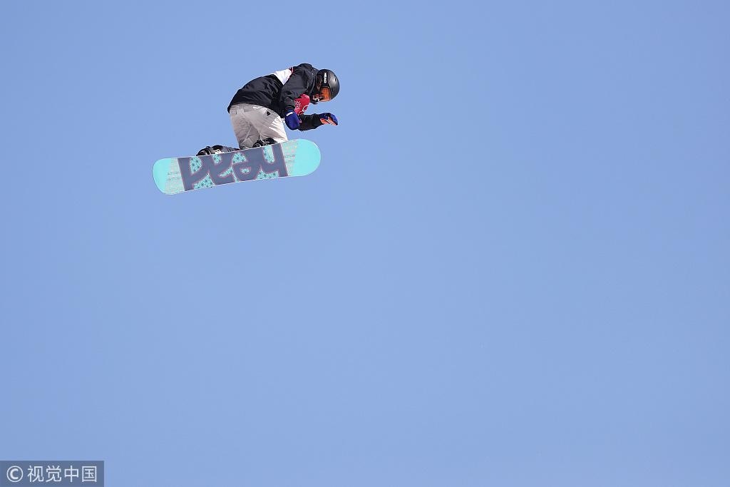单板滑雪女子大跳台:美女选手喜笑颜开