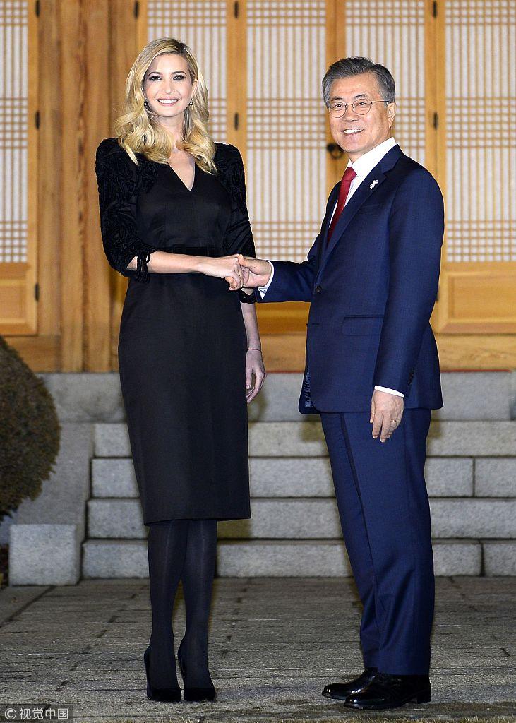 特朗普之女与韩总统会餐 长裙黑丝身材高挑