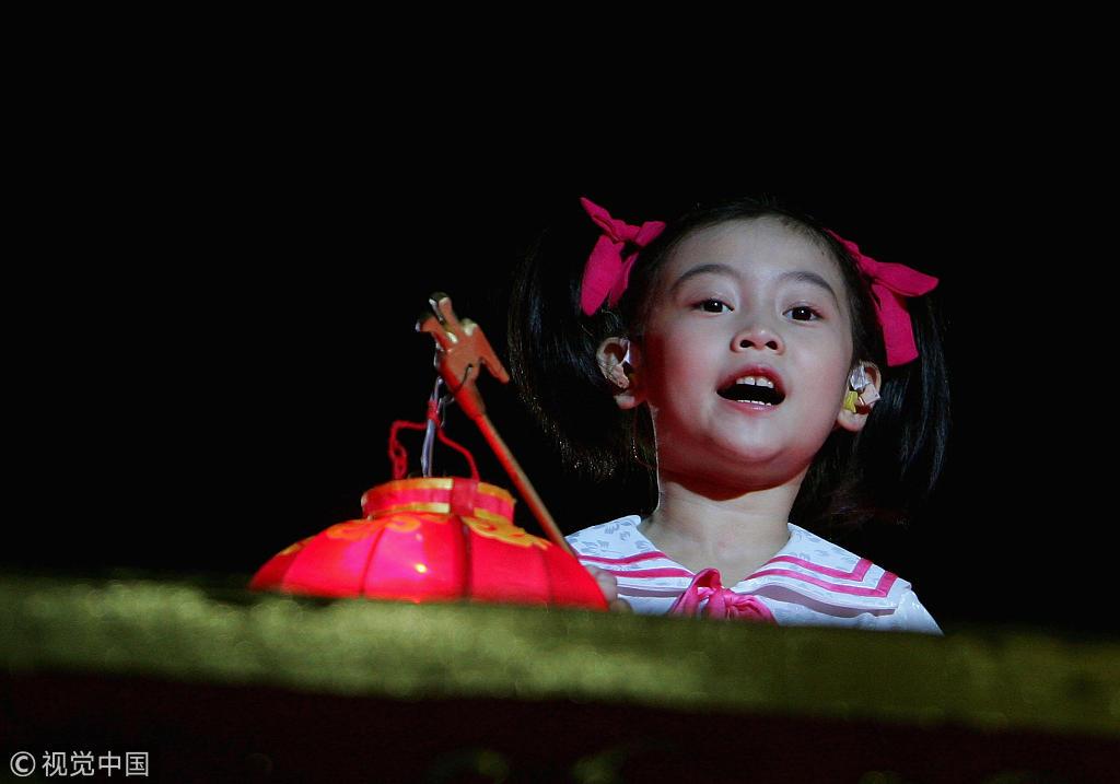 雅典奥运北京8分钟回顾 唐嫣演绎歌舞出镜