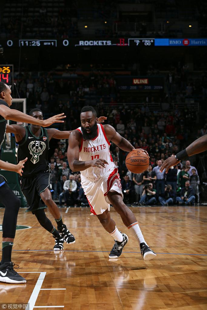 NBA常规赛:火箭110-99雄鹿