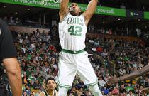 NBA季后赛首轮:凯尔特人112-96雄鹿