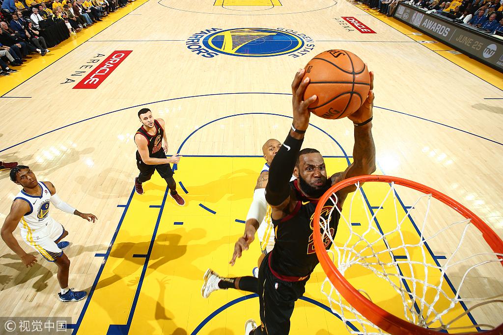 總冠軍賽G1半場戰報:詹皇半場11中9得24分,咖喱砍18+6回應!(影)-黑特籃球-NBA新聞影音圖片分享社區