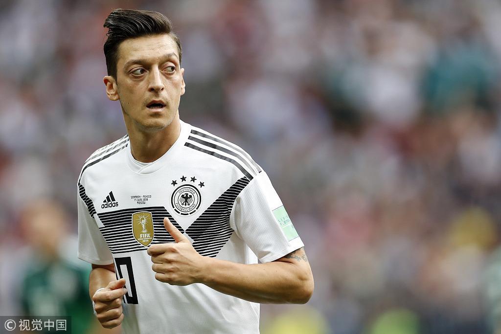 为啥德国人总抓着厄齐尔不放?只因他不是金发碧眼的日耳曼人?