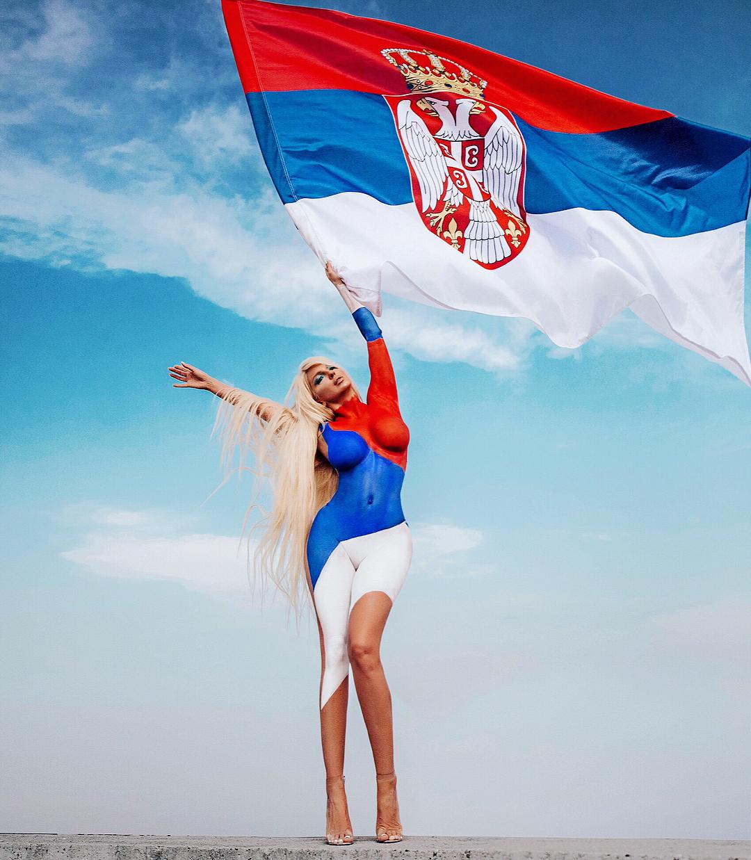 来劲了!中超外援熟妻裸涂国旗助威塞尔维亚