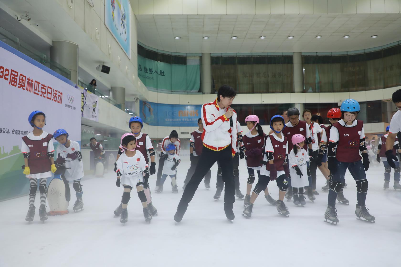 冰雪运动引入奥林匹克日活动 世界冠军指导