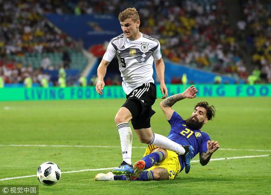 忘掉世界杯!德国失意9号享受假期 18岁女友相伴