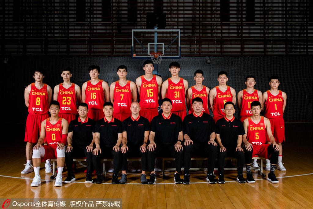 中国男篮红队亚运会写真 丁彦雨航周琦领衔