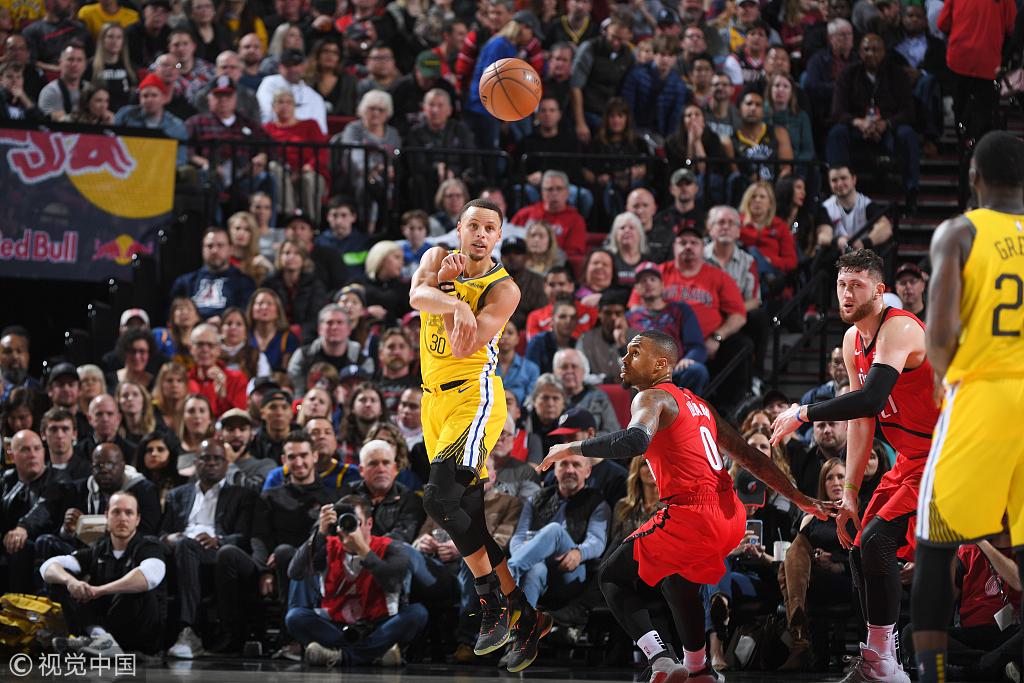【影片】預定五大糗!格林又被對手放空五米,這次不僅沒有選擇投籃還直接走步了!-Haters-黑特籃球NBA新聞影音圖片分享社區