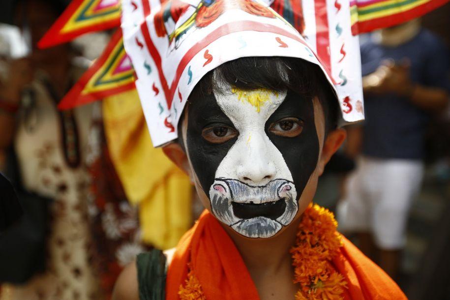 尼泊尔狂欢悼念先人