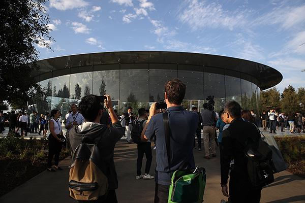 """史上最贵iPhone发布!探秘苹果新""""飞船""""总部"""