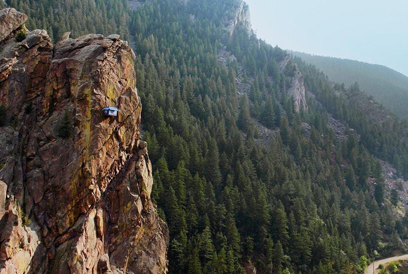90度悬崖上的惊险小店,用生命做场交易