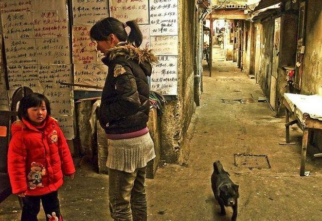 """探访上海的""""北朝鲜"""" 陈街陋巷生活惨淡"""