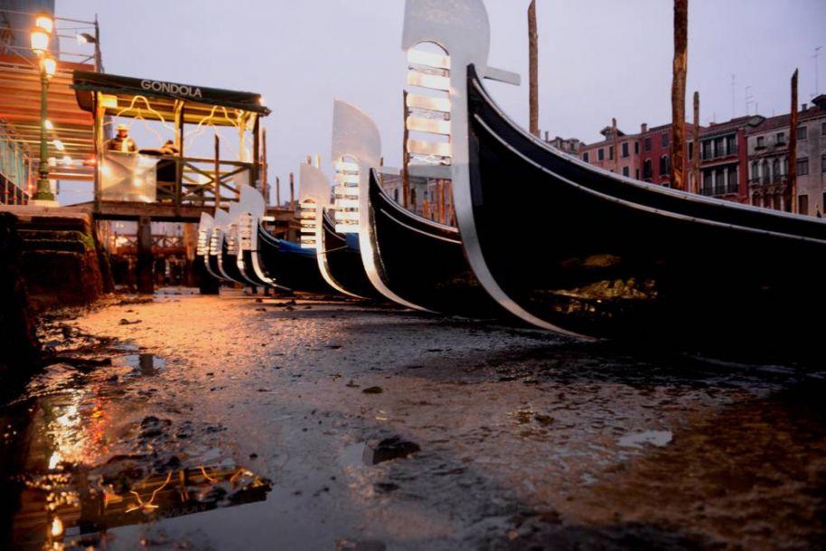 嘉年华在即 威尼斯运河怎么就突然干涸了?