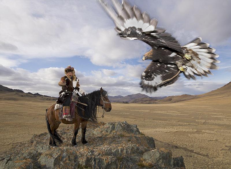 中亚游牧民与野生动物相互依存的部落生活