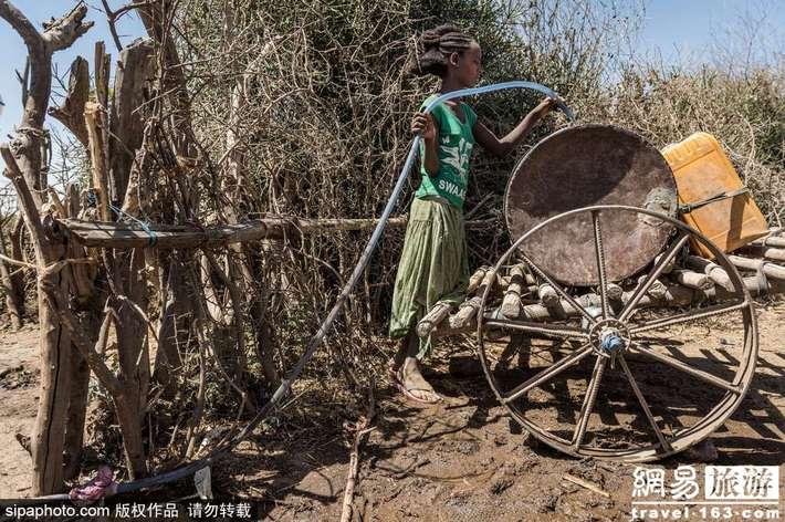 埃塞俄比亚:生为女孩 一生劳碌的