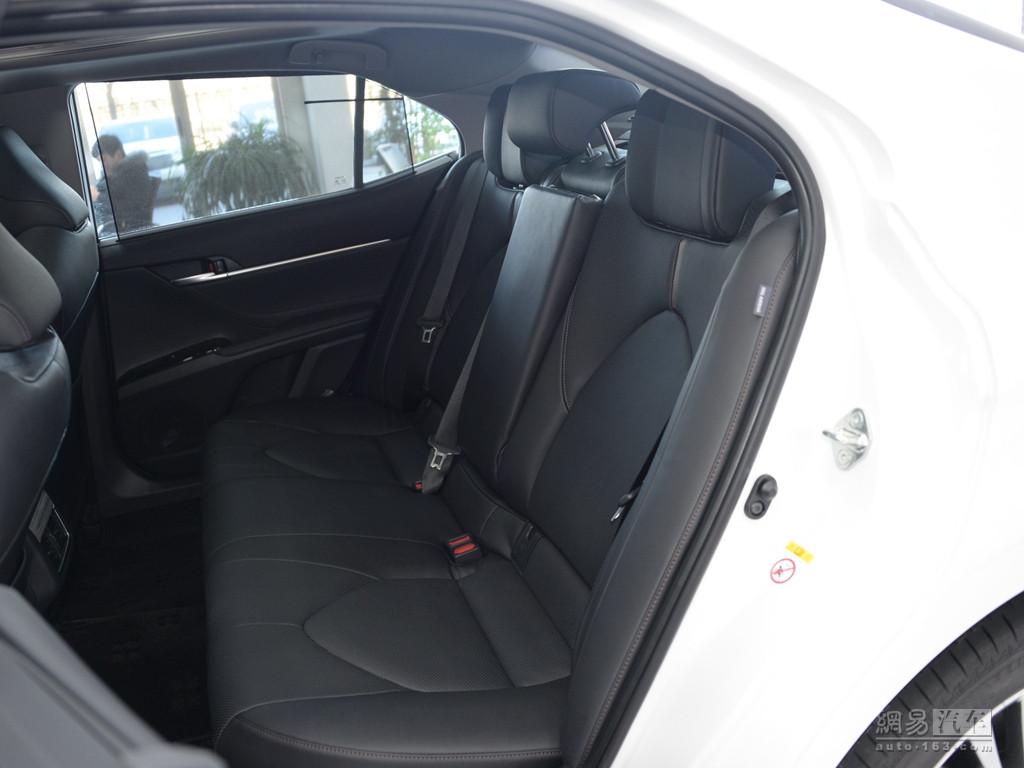 丰田全新凯美瑞 2018款 双擎 2.5hq 旗舰版--后排座椅