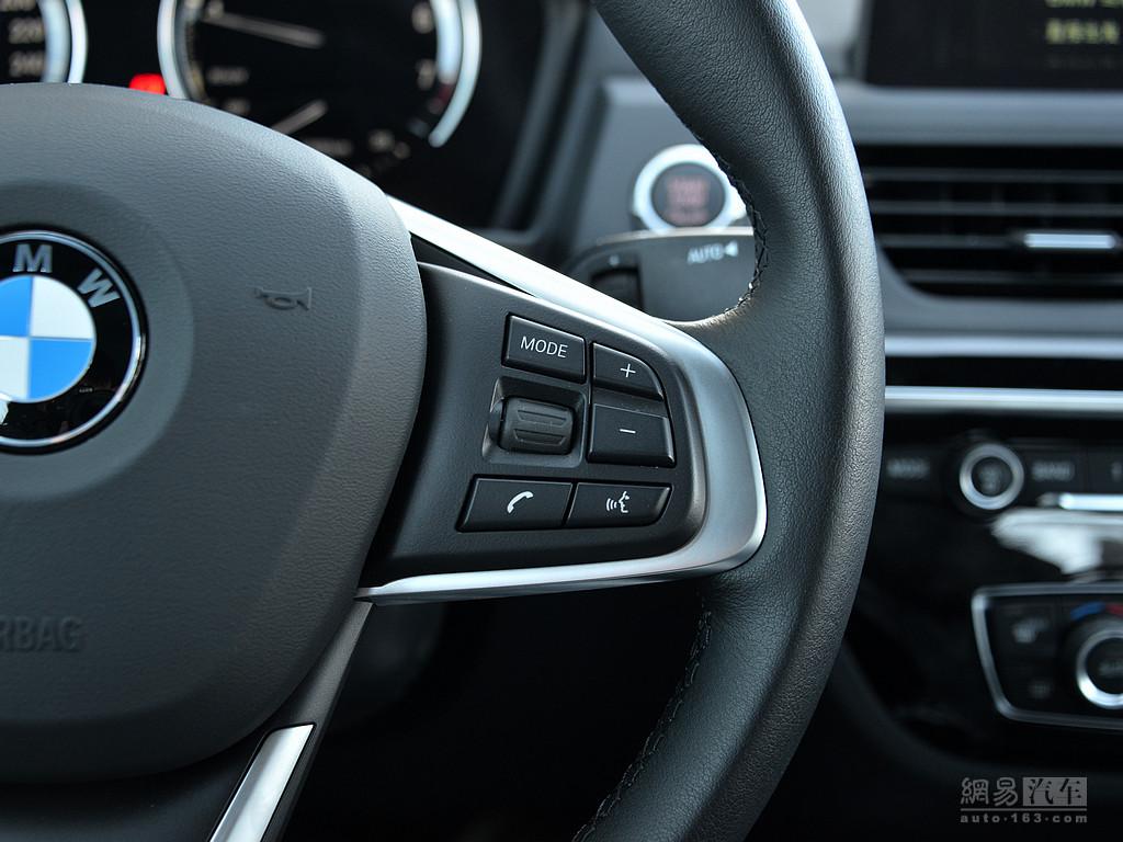 宝马1系三厢 2018款 118i 设计套装型--方向盘多功能按钮(右侧)