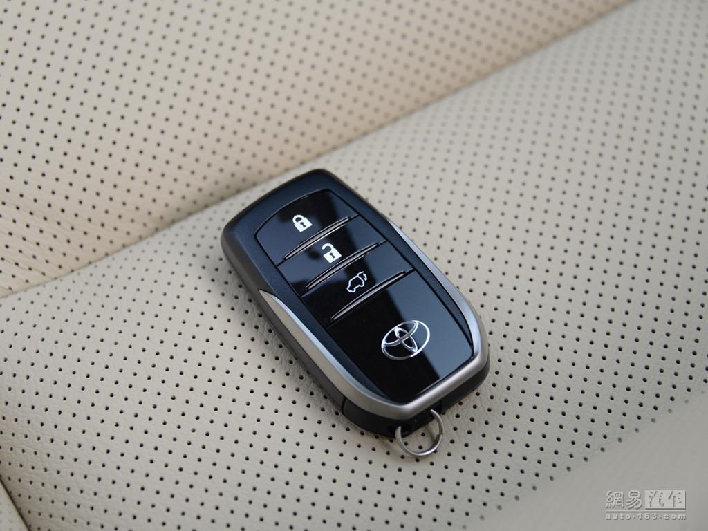 丰田汉兰达 2018款 2.0t 四驱至尊版(七座)--车钥匙