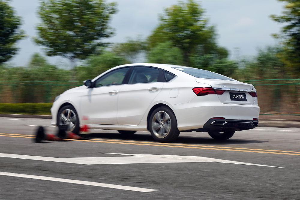A级车配自动驾驶 吉利缤瑞智能驾驶体验