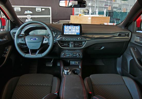 驾驶依旧非常出色  场地体验新一代福克斯