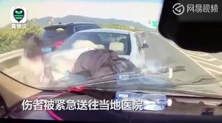 高速车祸不挪车引二次事故 车主一家被撞飞