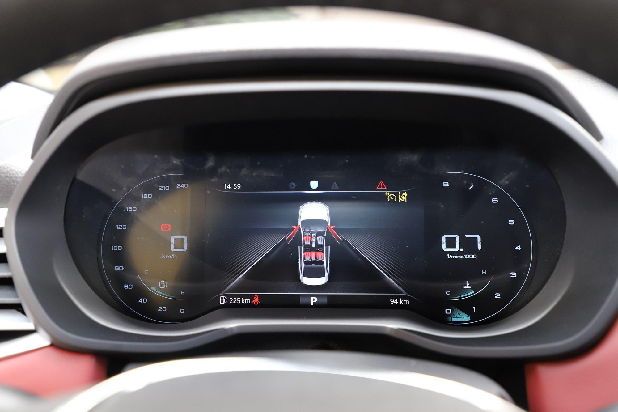 采用三厢设计 荣威i5将于10月26日上市