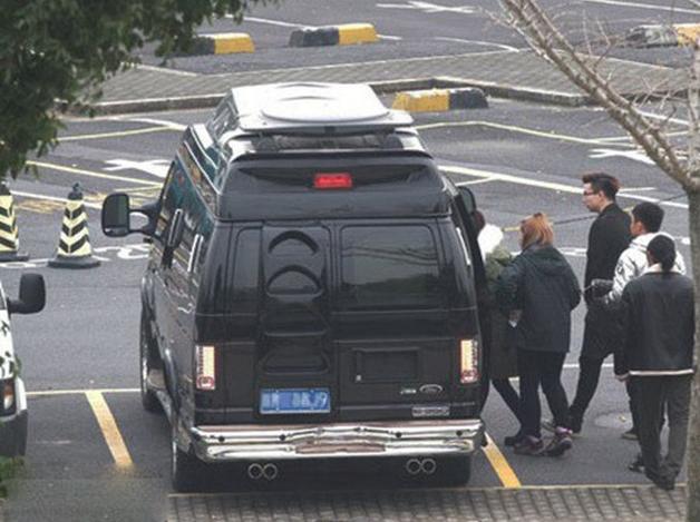 冯绍峰赵丽颖领证 两人豪车需要多大的车库