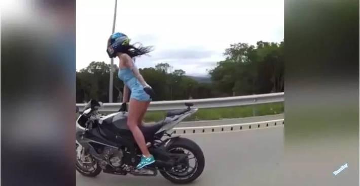 俄性感女摩托车手车祸身亡 引起网友哀叹