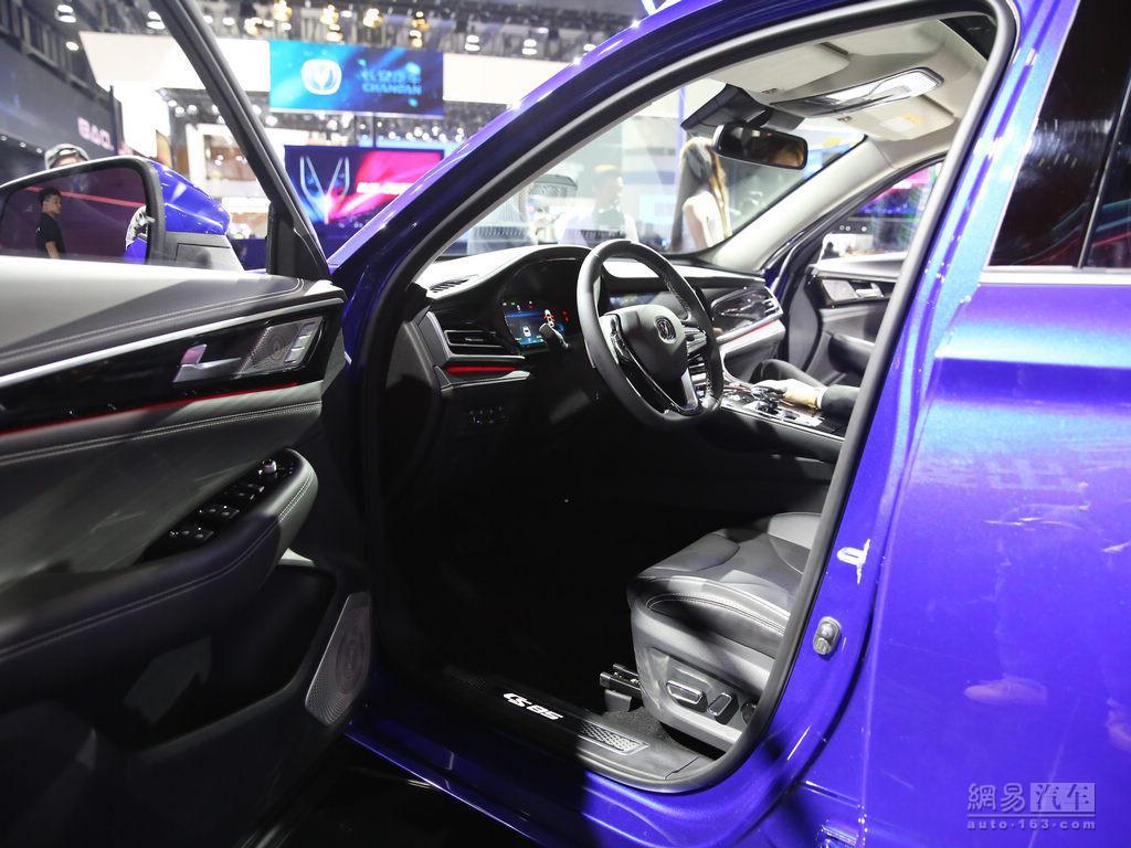 搭2.0T/定位中型轿跑SUV 长安CS85首发