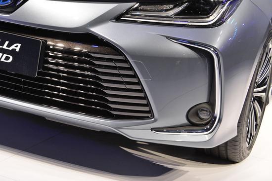 大跨步提升 车展实拍新一代卡罗拉双擎