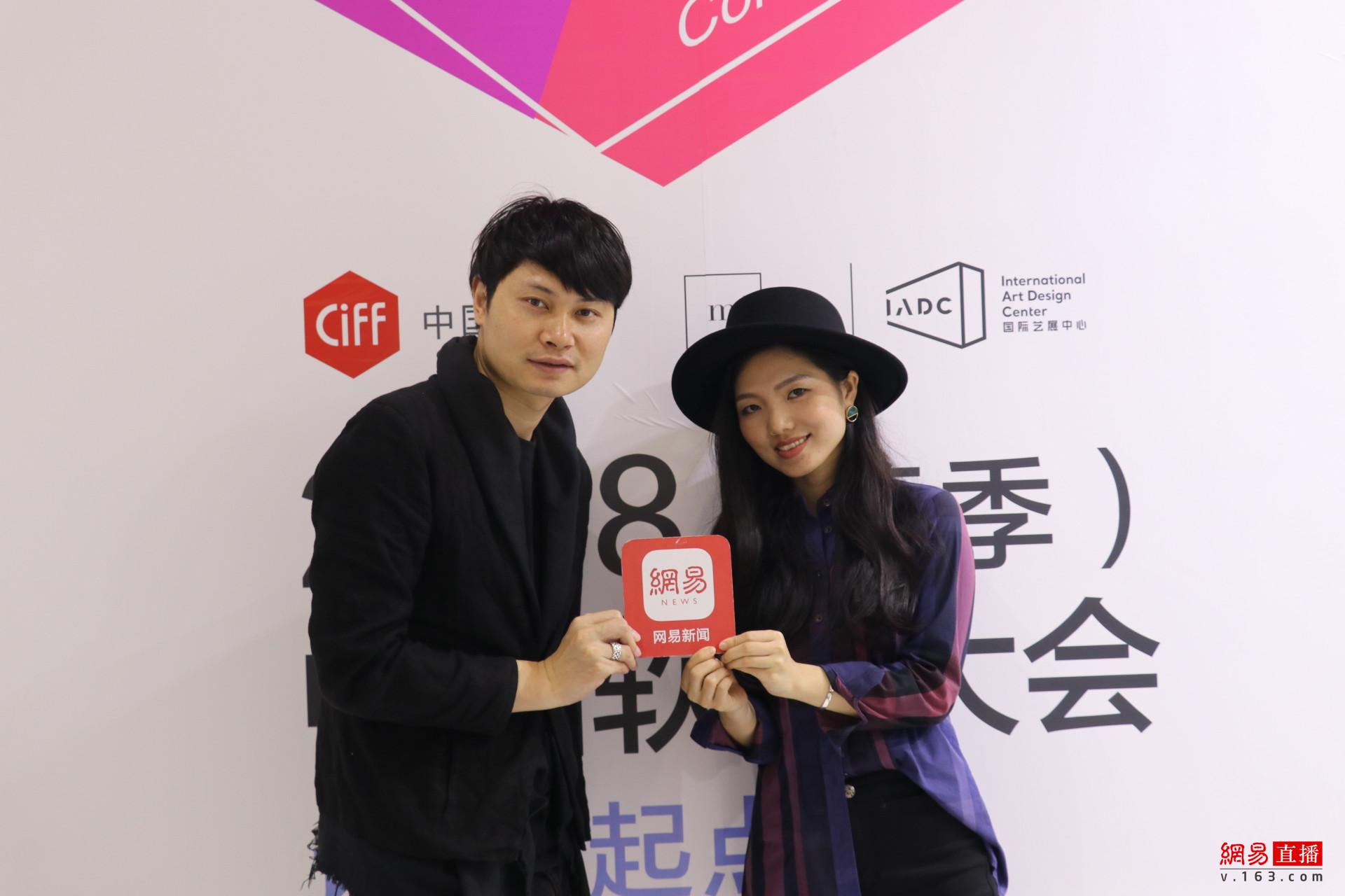 简末创始人王鸿&张沙对品牌进行了诠释:我们希望通过这个品牌及作品传达当代的生活场景、回归可面对面交流的状态。