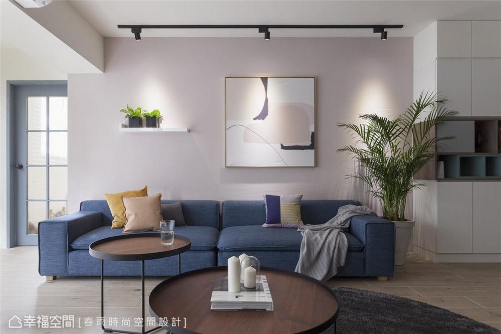 室内装修遂延续温润柔和的色彩与线条感,投射灯光源进一步催化气氛,有