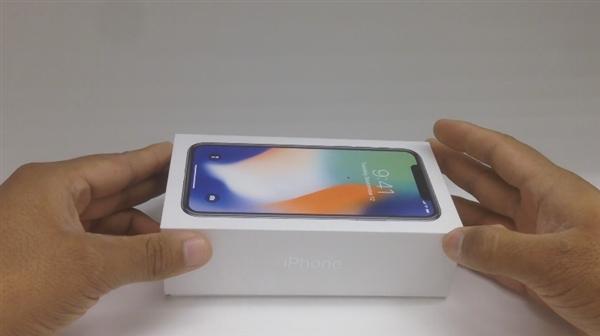 墨西哥网友在网上晒出了iPhone X的开箱