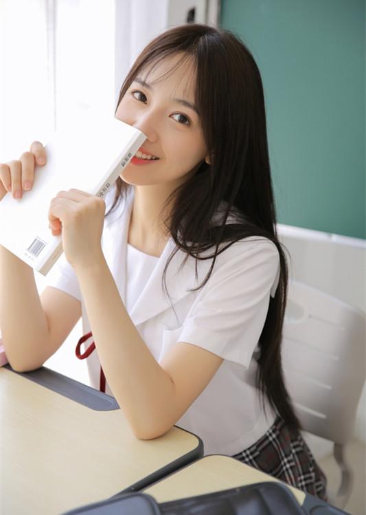 北影18级学妹清新可爱 写真温暖笑容甜