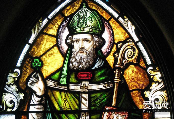 12.图中一身原谅色的就是圣帕特里克,圣帕特里克节今天是爱尔兰人的国庆节