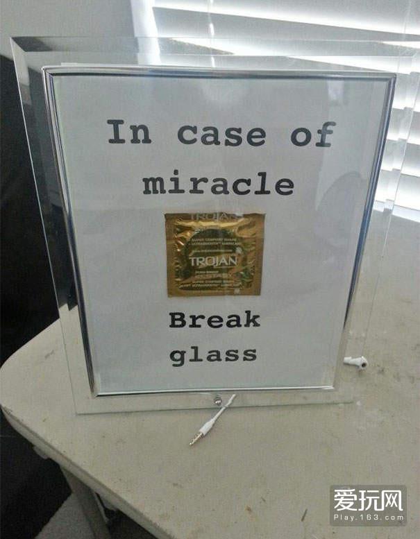 如果发生了奇蹟,就打破这块玻璃使用他吧!