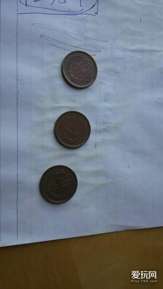 最近一位日本网友就边喝酒边思考该怎么处理手上一堆硬币,然而清醒以后才发现屁股竟然拉出了3个10圆硬币,真搞不懂喝醉当时究竟在想什么啊!而且他还宣称要将这些硬币流通到市面上