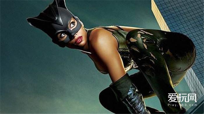 13:黑豹之前,还有过两位黑人超英主角,一个是大爽片《刀锋战士》,一个是大烂片《猫女》