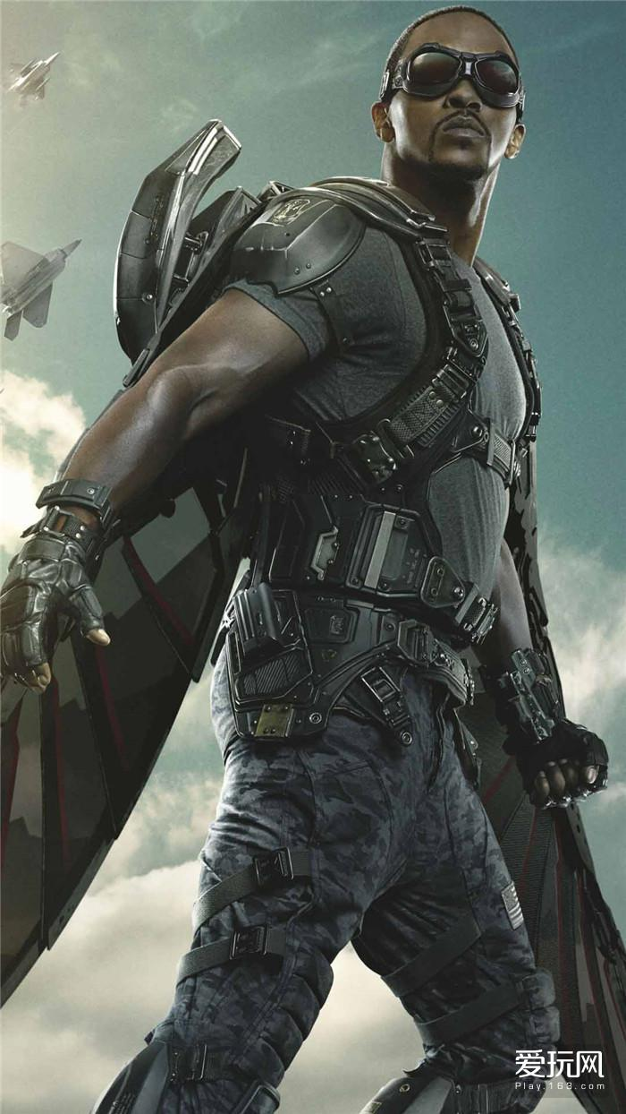 16:猎鹰在电影中的作用和钢铁侠身边的战争机器类似——都是辅助