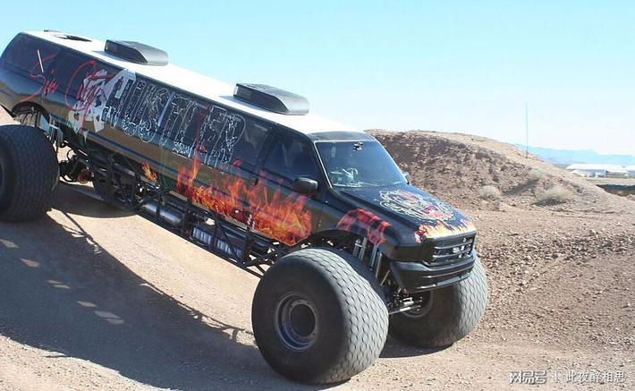 美国一对新婚的夫妇订制的怪兽车 8个仪表绝对的暴力
